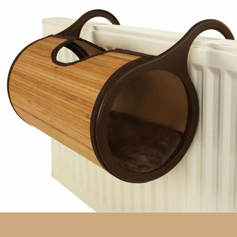 panier en bois design sur radiateur pour chat univers chat. Black Bedroom Furniture Sets. Home Design Ideas