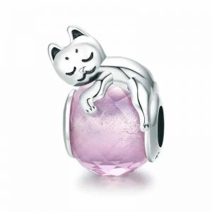 Charms chat perle rose, chat allongé