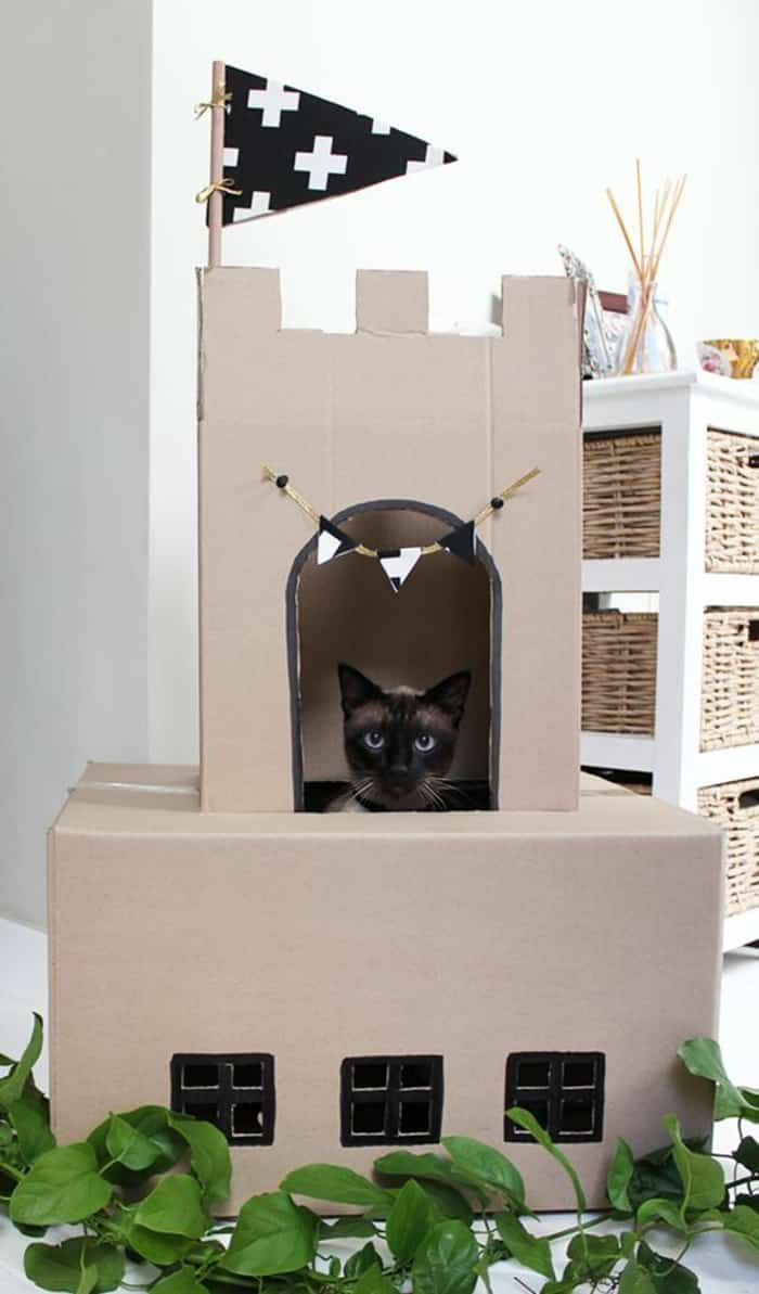 3 id es pour fabriquer un arbre chat en carton. Black Bedroom Furniture Sets. Home Design Ideas